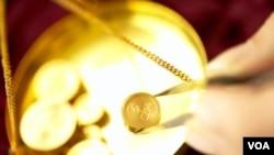 Inversionistas recurren a la compra de hora como plan de contigencia en caso de la caida del dolar estadounidense y otras monedas internacionales.