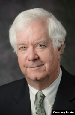 华盛顿市律师克里斯托弗•布鲁斯特(Christopher Brewster)