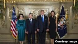 Özbəkistan prezidenti Şavkat Mirziyoyev və xanımı Nyu Yorkda ABŞ prezidenti Donald Tramp və birinci xanımı Melaniya Trampla görüş zamanı, Nyu York, 2017.