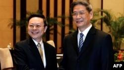 2014年2月陆委会主委王郁琦(左)和国台办主任张志军在南京紫金山宾馆会晤(资料照片)