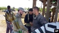 Phe nổi dậySyria chuẩn bị đẩy lui cuộc tấn công của lực lượng chính phủ ở thị trấn Qusair, ngày 19/5/2013.