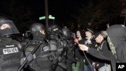 هشدار پولیس به احتجاج کنندگان 'اشغال وال ستریت'