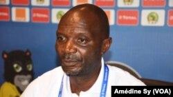 Le coach du Zimbabwe Kalisto Pasuwe face à la presse, à Franceville, au Gabon, le 18 janvier 2017.