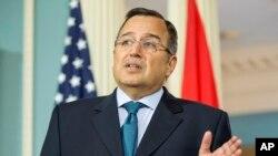 مصر کے وزیرِ خارجہ نبیل فہمی، جنہیں حالیہ دورۂ امریکہ کے دوران سخت سوالوں کا سامنا کرنا پڑا