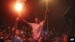 Les rebelles au coeur de Tripoli : Obama demande à Khadafi de partir