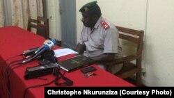 Le major Clément Cimana, porte-parole adjoint du ministère de la Défense, lors du conférence de presse à Bujumbura, Burundi, 22 mars 2016.