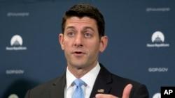 Paul Ryan es presidente de la Cámara de Representantes y presidente de la Convención Nacional Republicana. Como líder de la Cámara Baja es segundo en la línea de sucesión de la presidencia y es el republicano con el cargo más alto en la nación.