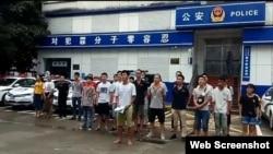 深圳佳士科技職工派出所外抗議(維權網圖片)