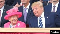 Президент США Дональд Трамп и британская королева Елизавета Вторая (архивное фото)