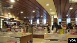 台湾诚品书店(美国之音张佩芝)