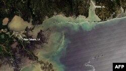 Njolla e naftës në Gjirin e Meksikës i afrohet bregdetit të SHBA