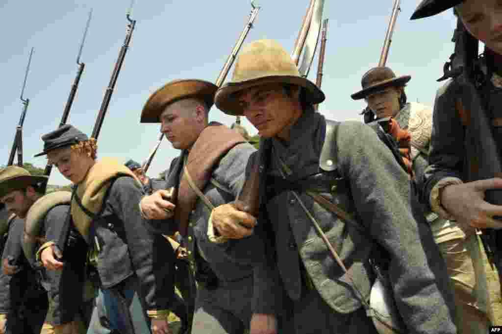 Солдаты в форме армии конфедератов
