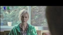 Cerita dari Balik Layar Film 'Young Adult' - Liputan Pop Culture VOA Februari 2012