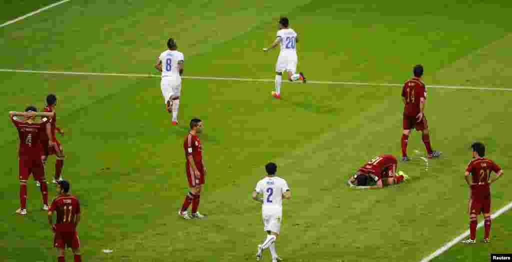 جلی کے ارنگویز نے تینتالیسوں منٹ میں دوسرا گول کردیا، ساتھ ہی اسپین کے کھلاڑی چلی کے دوسرا گول کیے جانے پر پریشان دکھائی دیے