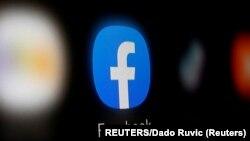Logo Facebook di layar ponsel pintar.