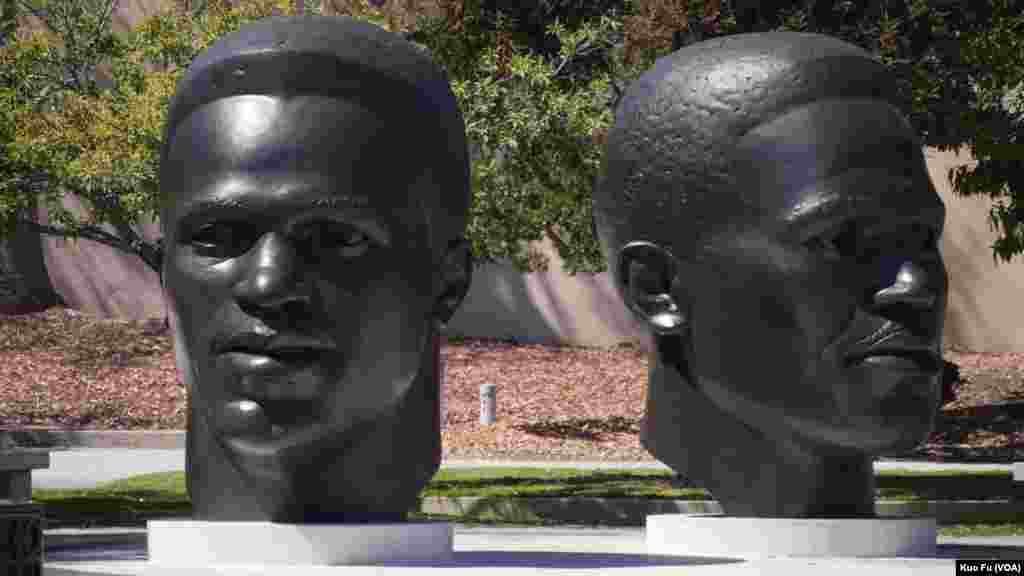 帕萨迪纳明星运动员罗宾逊兄弟的头像(美国之音国符拍摄)