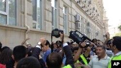Puluhan aktivis HAM Azerbaijan melakukan unjuk rasa menjelang diselenggarakannya kontes lagu Eropa di Baku (25/5).