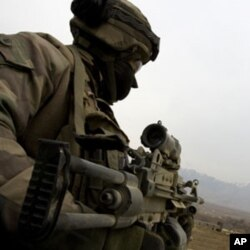 法國軍人在阿富汗執行任務(資料圖片)