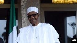 Muhammadu Buhari lors de sa rencontre avec le président français François Hollande le 14 mai 2016 à Abuja au Nigeria.