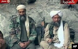 Al-Zawahiri [à droite] avec ben Laden, en 2001