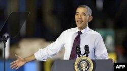 Tổng thống Obama nói chuyện tại một xí nghiệp chế tạo băng chuyền trong bang Iowa, 25/1/2012