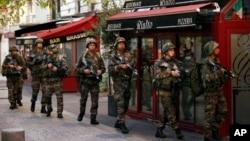 عملیات پولیس در محلۀ سن دونی پاریس هفت ساعت طول کشید.