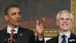 Tổng thống Hoa Kỳ Barack Obama và ông John Bryson tại Washington, 31/5/2011