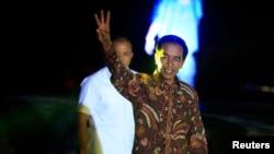 """Presiden Indonesia terpilih Joko """"Jokowi"""" Widodo usai menyampaikan pidato kemenangan di atas kapal phinisi di Pelabuhan Sunda Kelapa (22/7). (Reuters/Beawiharta)"""
