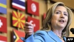 Ngoại trưởng Clinton nói tình hình không đến nỗi nghiêm trọng như 4 năm trước đây, nhưng nếu không hành động thì hậu quả sẽ rất trầm trọng