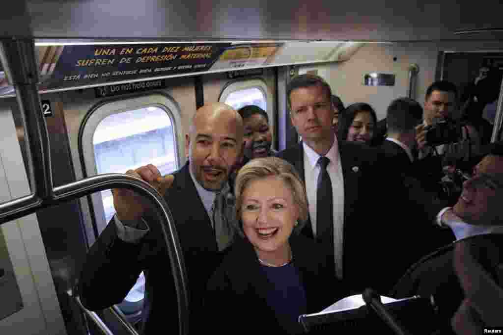 បេក្ខជនឈរឈ្មោះប្រធានាធិបតីគណបក្សប្រជាធិបតេយ្យនៃសហរដ្ឋអាមេរិកអ្នកស្រី Hilary Clinton (កណ្តាល) ជិះរថភ្លើងក្រោមដីនៅបុរីញូវយ៉កជាមួយប្រធានាធិបតីទីក្រុង Bronx លោក Ruben Diaz (ឆ្វេង)។