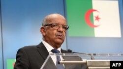 Le ministre algérien des Affaires étrangères, Abdelkader Messahel, lors d'une conférence de presse avec le haut représentant de l'Union européenne, Bruxelles, le 14 mai 2018.