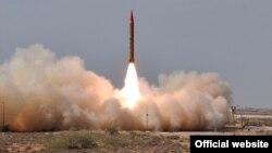 Pakistan melakukan ujicoba misil balistik Shaheen-II yang mampu mengangkut hulu ledak nuklir (foto: dok).