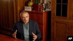 Ông Khodorkovsky tài trợ cho một số dự án truyền thông độc lập ở Nga.