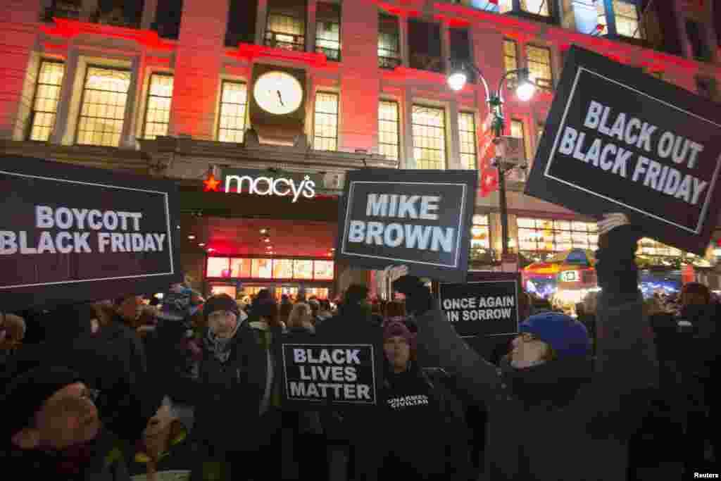 تظاهرات پشت درهای بسته فروشگاه میسیز، نیویورک، ۶ آذر