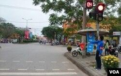 Đoàn viên được huy động vào lực lượng điều khiển giao thông.