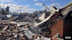Парфюмерный магазин в городе Фергюсон был уничтожен в результате беспорядков. 25 ноября 2014 г.