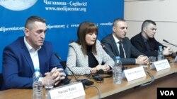Učesnici konferencije u Medija centru u Čaglavici: Nenad Rašić, Ksenija Božović, Slobodan Petrović i Aleksandar Jablanović (s leva) (Foto: VOA)
