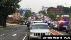 美国执法部门对华盛顿海军工厂的枪击事件作出快速反应。 (2015年7月2日)