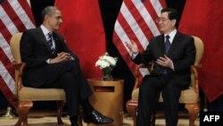 Američki i kineski predsednici, Barak Obama i Hu Đintao sastali se na marginama dvodnevnog samita G20 i razgovarali o vrednostima valuta dve zemlje, 11. novembar 2010.