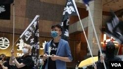 港生陈维聪在台湾声援香港。(美国之音李玟仪摄)