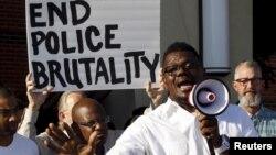 미국 텍사스주 맥킨니에서 백인 경관의 흑인 청소년들에 대한 과잉 대응에 항의하는 시위가 벌어졌다.