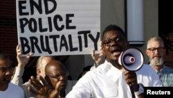 Warga di McKinney, Texas melakukan demonstrasi menuntut dihentikannya tindakan brutal oleh polisi setempat (8/6).