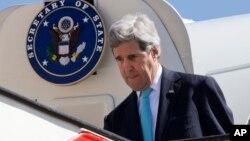 Menlu AS John Kerry saat tiba di Amman, Yordania hari Rabu (26/3).