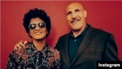 Bruno Mars and Bruno Sammartino are seen meeting for the first time in Pittsburgh, Pennsylvania, Aug. 23, 2017. (brunomars - Instagram)