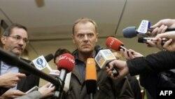 Премьер-министр Польши Дональд Таск дает интервью после того, как он навестил пострадавших в больнице в Берлине
