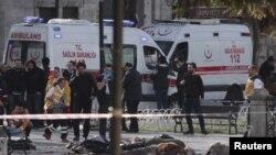 صحنه محل بمب گذاری روز سه شنبه در منطقه تاریخی استانبول که دست کم ۱۰ کشته برجای گذاشت.