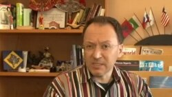 Me gazetarin Leon Menkshi