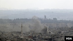 Asap terus meliputi Latakia. Kapal Angkatan Laut dan Tank di jalanan kota Latakia menewaskan lebih dari 20 orang pemrotes kebijakan Bashar al-Assaad (14/8).