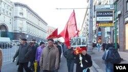 2012年11月7日,俄罗斯共产党在莫斯科市中心游行纪念十月革命节。(美国之音白桦拍摄)