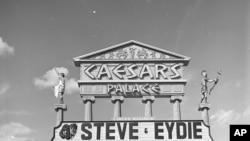 Un clásico anuncio del Ceaser Palace de Las Vegas sobre la actuación de Eydie y Steve.